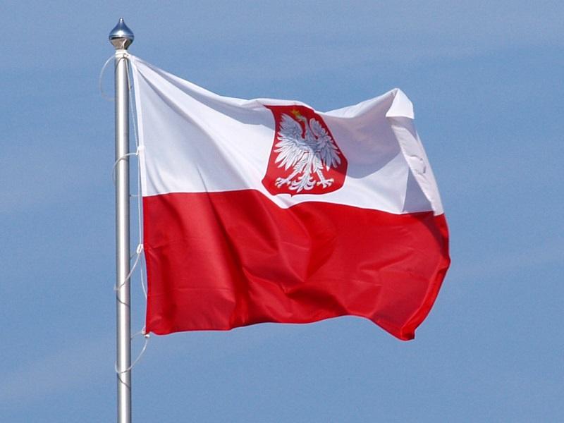 flaga Polski (wikipedia.org)