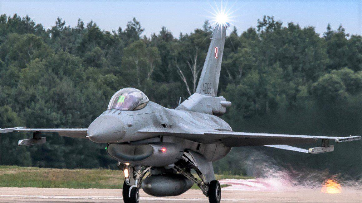 samolot_32. Baza Lotnictwa Taktycznego w Łasku