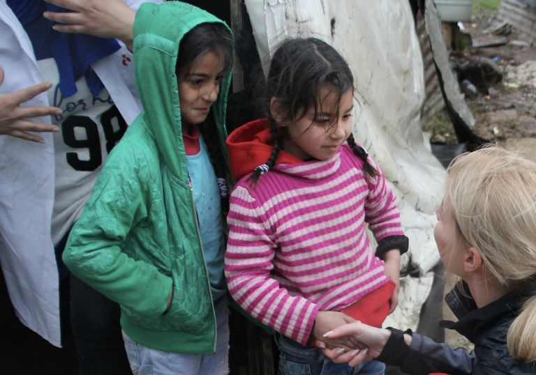 Liban_ Dziewczynki mieszkające wobozie dla uchodźców