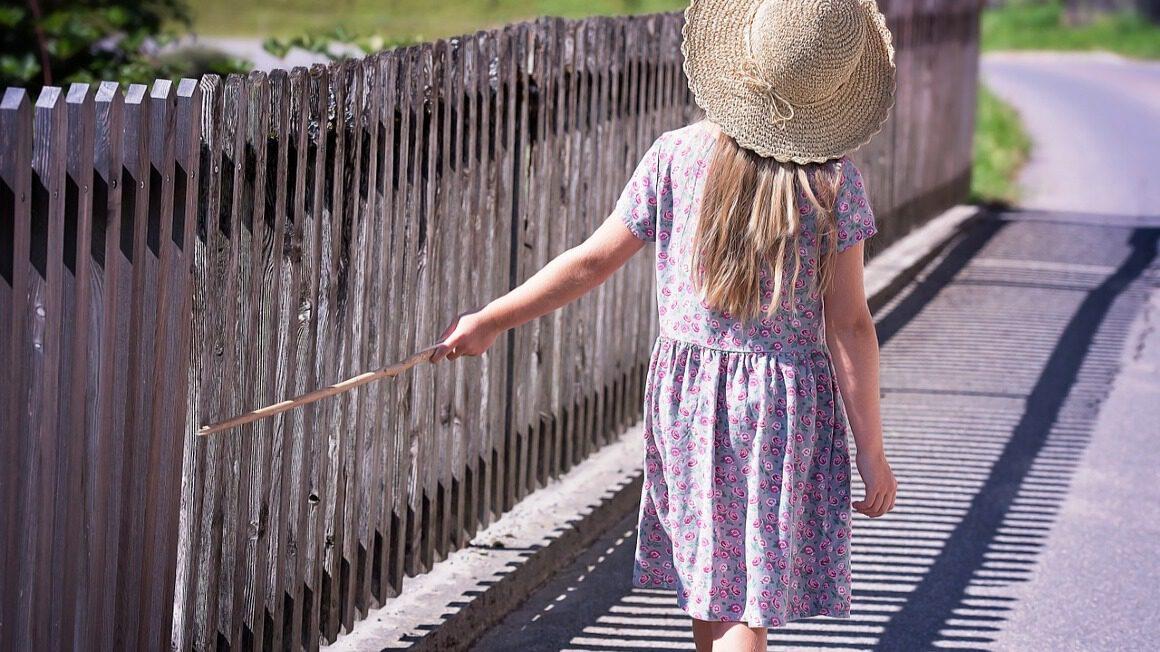 dziewczynka_w_kapeluszu