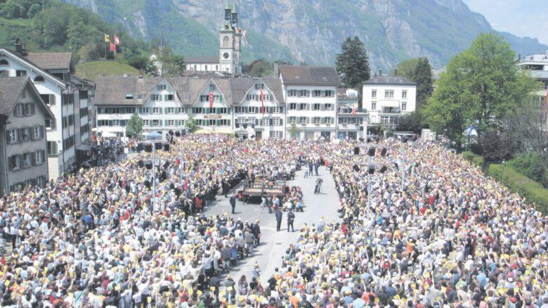 Landsgemeinde – zgromadzenie wyborców w kantonie Glarus w Szwajcarii 7 maja 2006 r